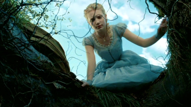 Tim-Burton-s-Alice-In-Wonderland-alice-in-wonderland-2010-13674148-1360-768